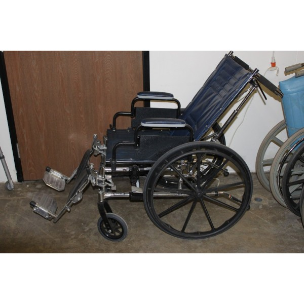 Used Recliner Wheel Chair Invacare Tracer SX5 18  Dark Blue W/Leg Rest | Chandler Medical Supply Store  sc 1 st  Americau0027s Best Medical Supply & Used Recliner Wheel Chair Invacare Tracer SX5 18